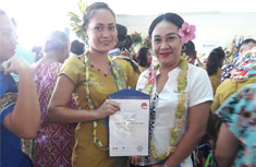 photo of 2 female Tanoa Tusitala Hotel staff members holding an award